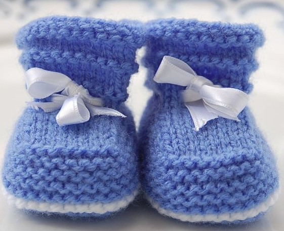 mavi beyaz bebek patiği