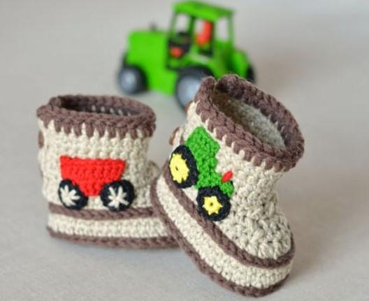 traktör işlemeli bebek patik modelleri